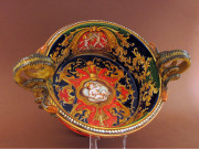 Centrotavola in ceramica con manici a serpe