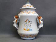 vaso biansato con putto, ceramica di Faenza stile Compendiario
