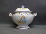 Zuppiera con Cupido alato, ceramica di Faenza stile Compendiario