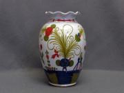 Vaso con bocca smerlata decorato a mano in stile Garofano. Ceramiche La Vecchia Faenza