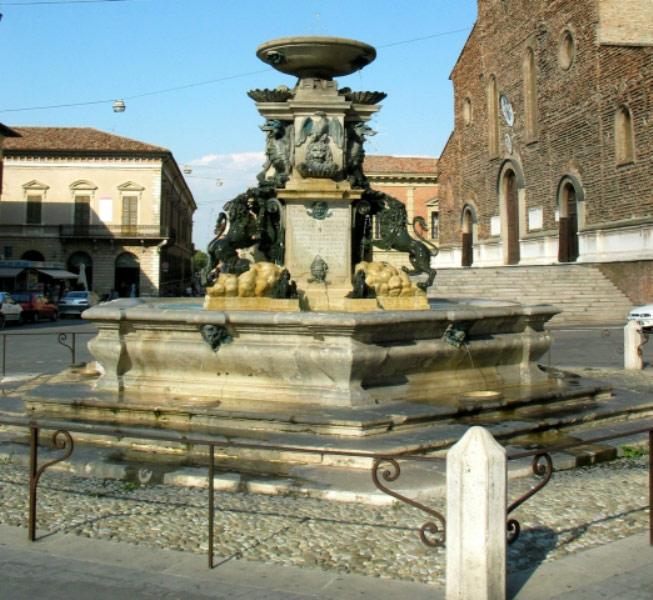 la Fontana Monumentale di Faenza
