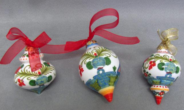 palline di Natale in ceramica decorata a Garofano